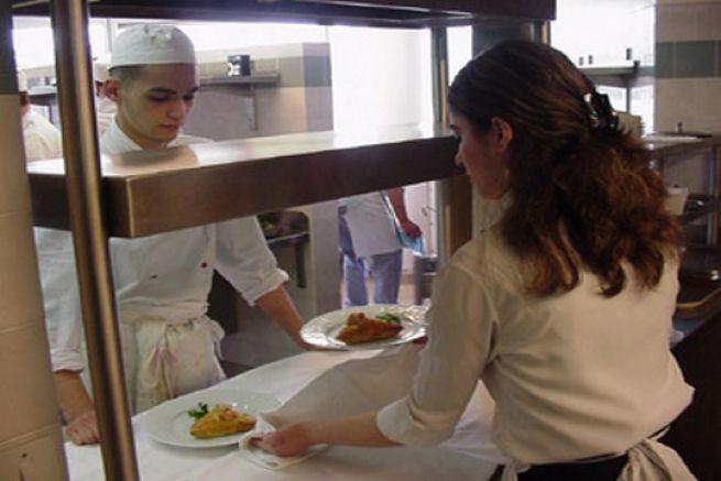 Le m tier d 39 employ polyvalent for Employe restauration collective