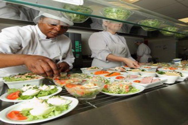 Le m tier d 39 employ de caf t ria for A table restoria
